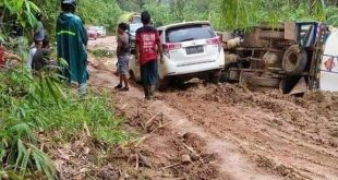 Bertahun-tahun Jalan Rusak, Warga Minta Perhatian Presiden Joko Widodo Cek Jalan Provinsi Antara Kecamatan Jelay Hulu dan Tumbang Titi. detik borneo
